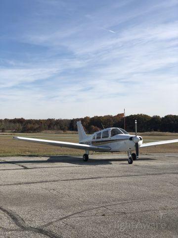 Piper Cherokee (N438SL)