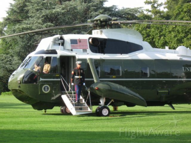 — — - Marine 1 years ago with Obama. Back yard of the White House