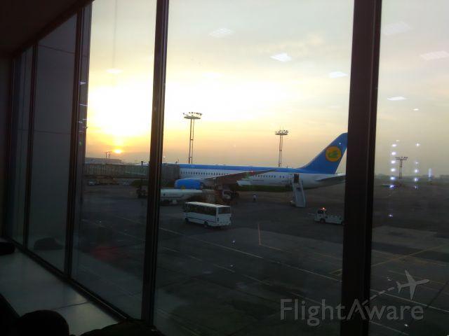 Boeing 787-9 Dreamliner (78702) - Пять часов утра. Аэропорт им.Ислама Каримова (Ташкент) рейс 602 Ташкент-Москва.