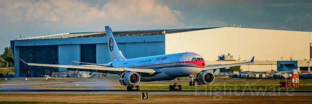 Airbus A330-300 (B-5942)