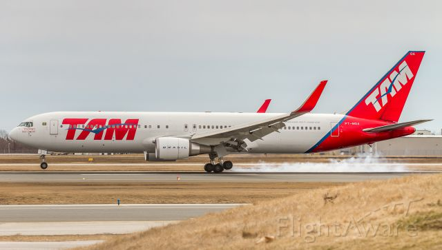 BOEING 767-300 (PT-MOA) - TAM leaves some rubber on runway 05 at YYZ