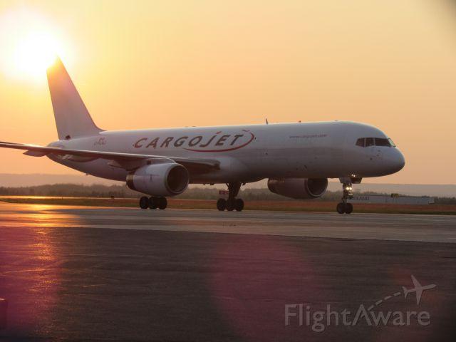 Boeing 757-200 (C-FLAJ)