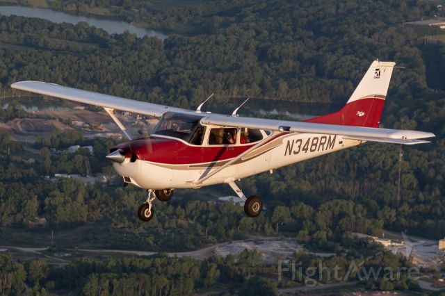 Cessna Skyhawk (N348RM) - Some friends and I flying in formation after departure from Richmond, Indiana.