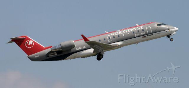 Canadair Regional Jet CRJ-200 (N8694A)
