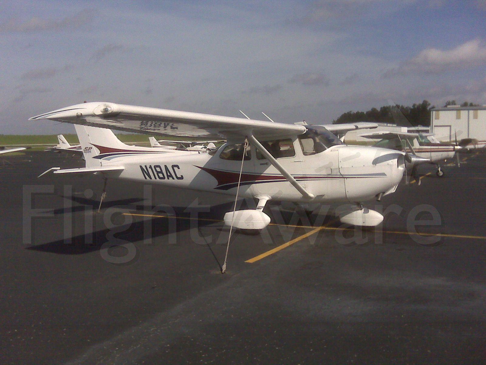 Cessna Skyhawk (N18AC)