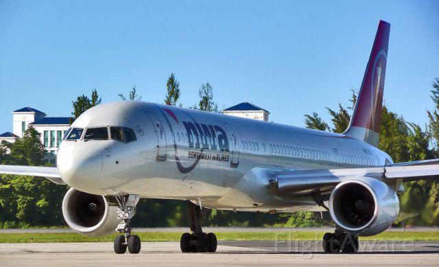 Boeing 757-200 (N527US)