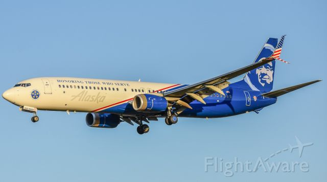 Boeing 737-900 (N265AK) - Alaska Airlines in the Honoring Those Who Served livery passes over me on the way into BWI.