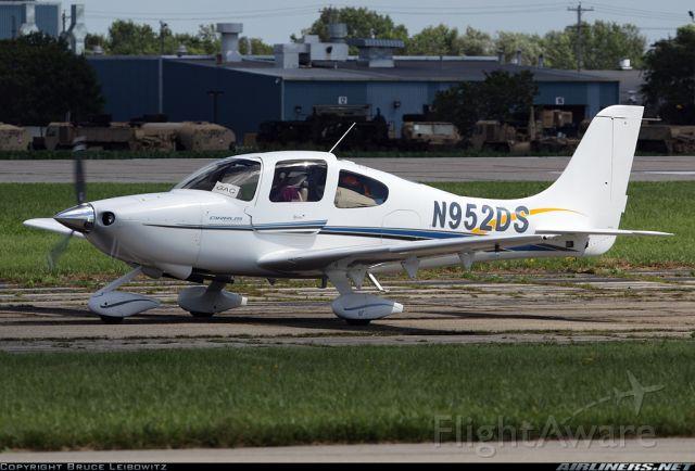 Cirrus SR-20 (N952DS) - OSH Arrival 2010