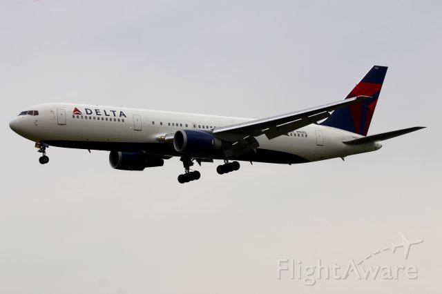 BOEING 767-300 (N156DL)