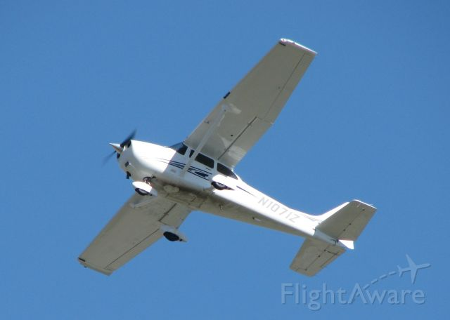 Cessna Skyhawk (N1071Z) - Just took off from 23 at the Downtown Shreveport airport.