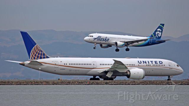 Boeing 787-9 Dreamliner (N13954)
