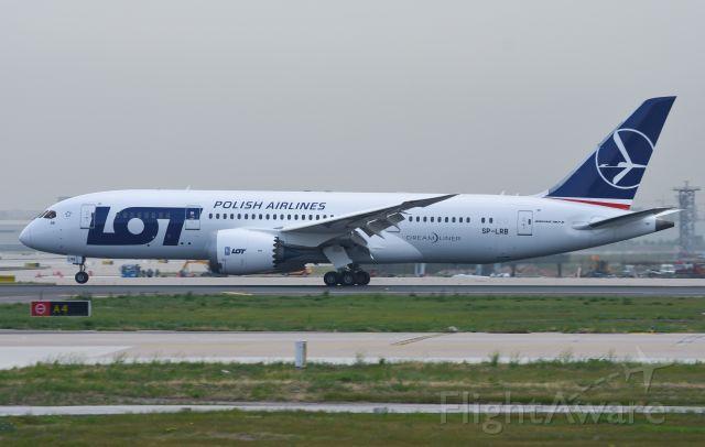 Boeing 787-8 (SP-LRB)