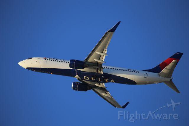 Boeing 737-800 (N3760C)