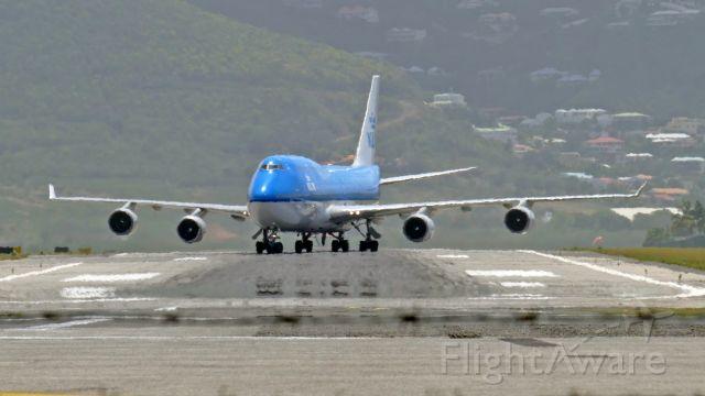Boeing 747-400 (PH-BFA) - Exiting Rwy 19