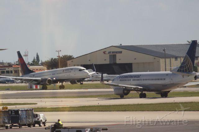 Boeing 737-800 (N3750D)