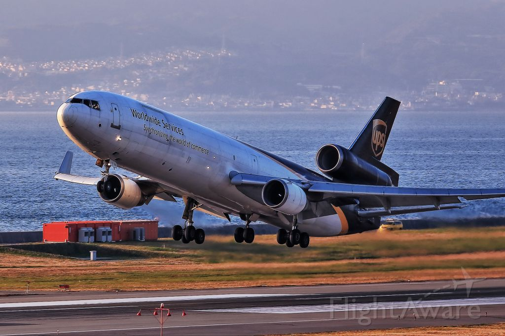 Boeing MD-11 (N285UP) - UPS MD11 is so cute!!