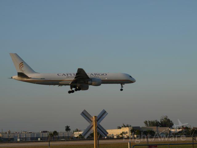Boeing 757-200 (N620DL) - Lamding at KMIA runway 9 saturday   Oct, 02 2010