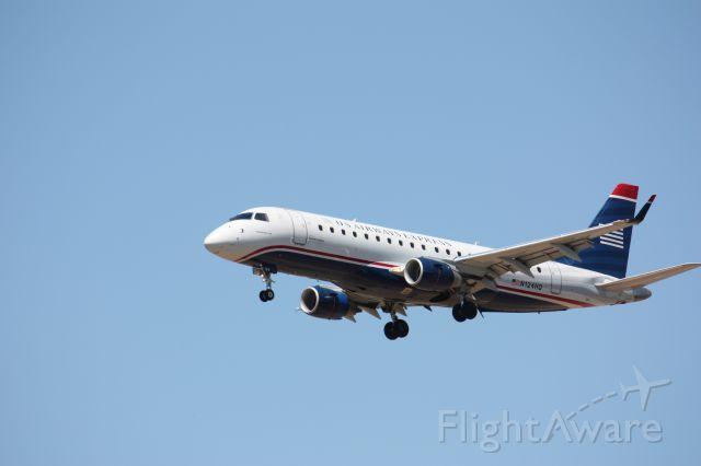 Embraer ERJ 175 (N124HQ)
