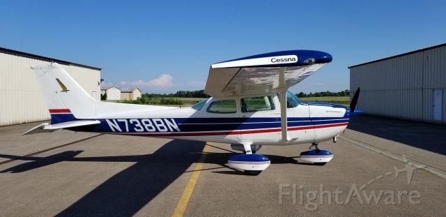 Cessna Skyhawk (N738BN)