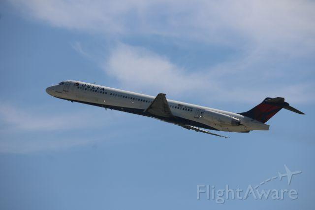 McDonnell Douglas MD-88 (N918DE)