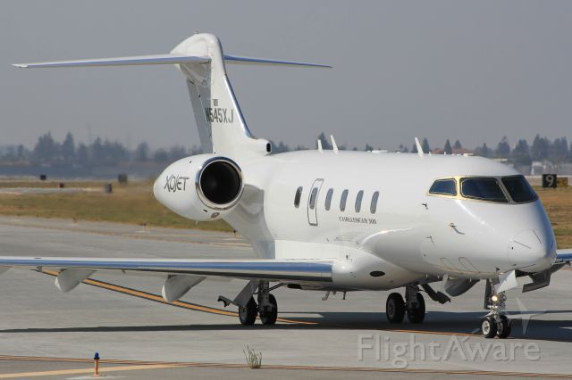 Bombardier Challenger 300 (N545XJ)