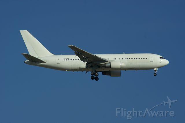 BOEING 767-200 (N606TW) - On Final Runway 21R