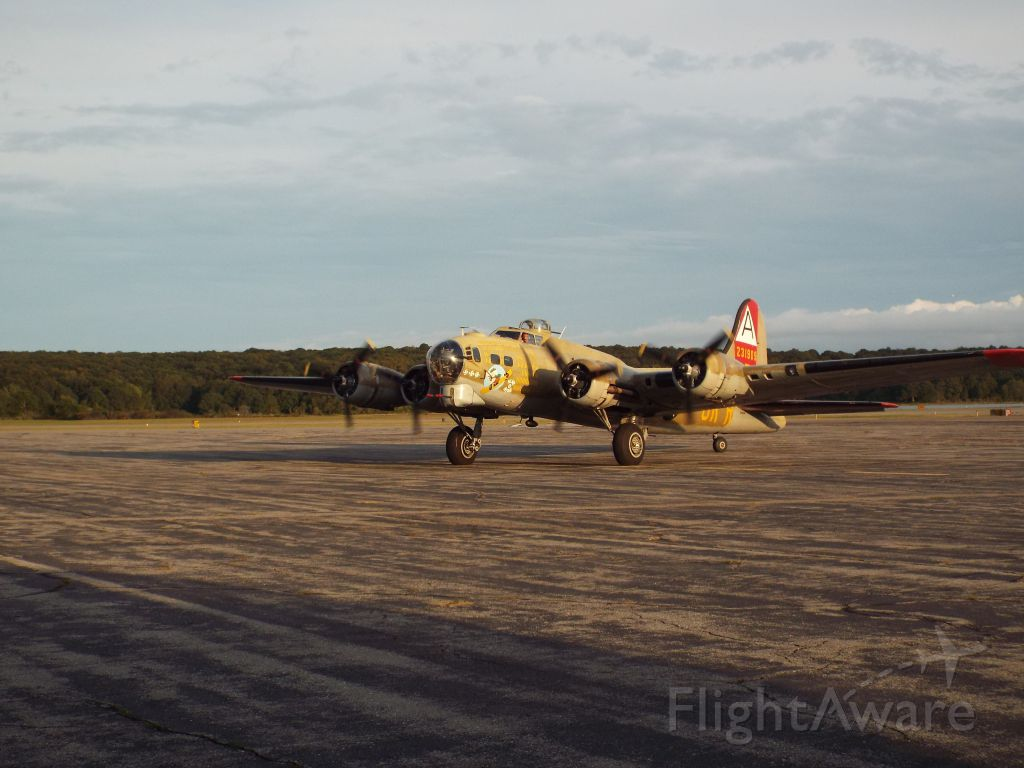 """Boeing B-17 Flying Fortress (N93012) - Boeing B-17 Flying Fortress (N93012) """"Nine O Nine"""""""