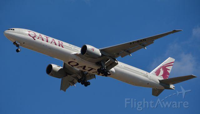 BOEING 777-300ER (A7-BAQ) - Final RWY 1R
