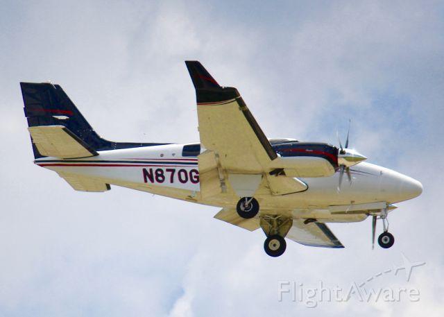 Beechcraft Baron (58) (N870GH) - At Shreveport Regional.