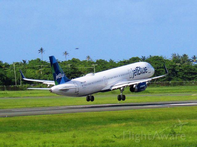 Airbus A321 (N907JB)