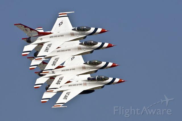 Lockheed F-16 Fighting Falcon — - USAF Thunderbirds