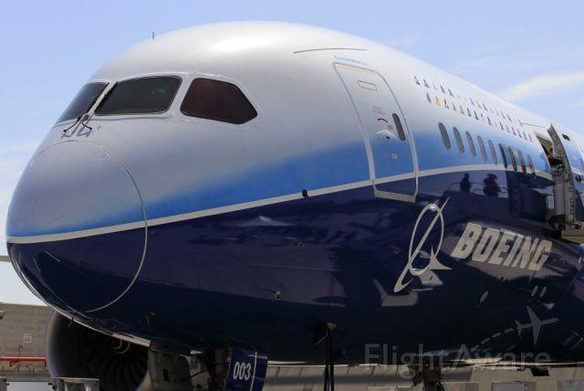Boeing 787-8 — - Boeing 787 Dreamlineir Up Close