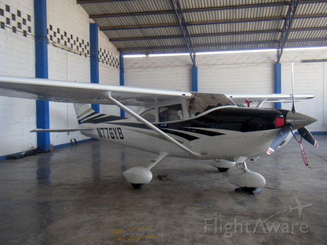 Cessna Skylane (N776YB)