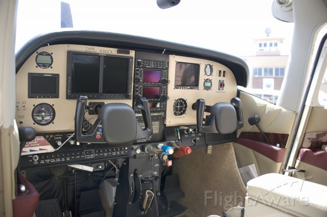 Cessna Skylane (N182CX) - Seen at KFDK on 5/21/2011.