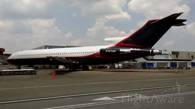 BOEING 727-200 (N727NK) - Roush-Fenway Racing sitting in CLT with an unknown future. Now with with the Roush Titles removed.