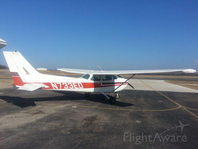 Cessna Skyhawk (N733ED)