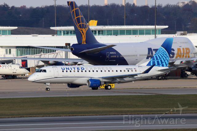 Embraer 175 (N614UX)