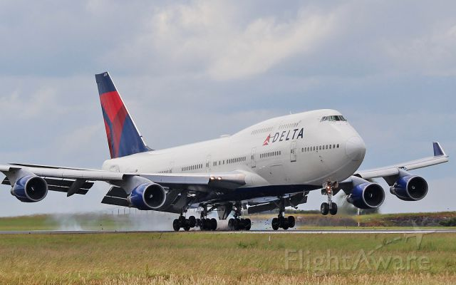 Boeing 747-400 (N671US) - delta 747-4 n671us on an emergency landing to shannon while enroute from amsterdam to atlanta 3/7/15.