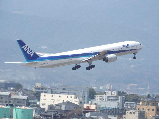 BOEING 777-300 (JA752A)