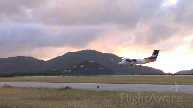 de Havilland Dash 8-300 (V2-LFU) - ON FINAL APPROACH RWY-25