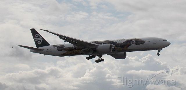 Boeing 777-200 (ZK-OKO)
