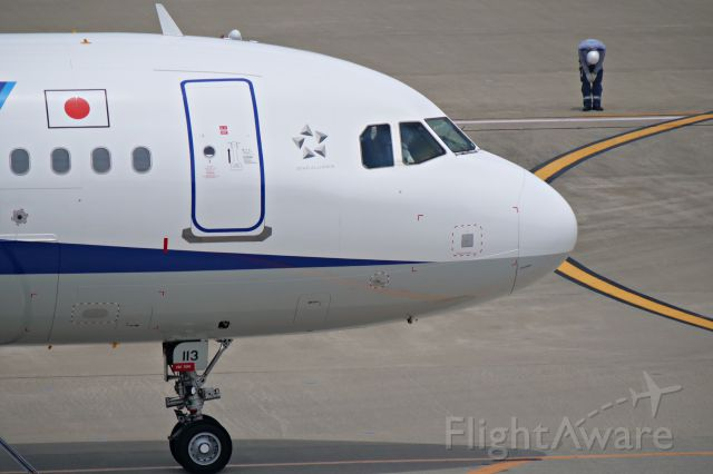 Airbus A321 (JA113A) - A Japanese style farewell by ground staffs