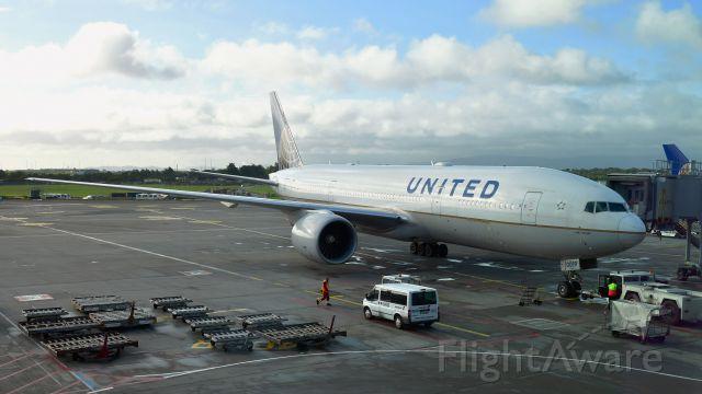 Boeing 777-200 (N77019) - United Airlines Boeing 777-224(ER) N77019 in Dublin