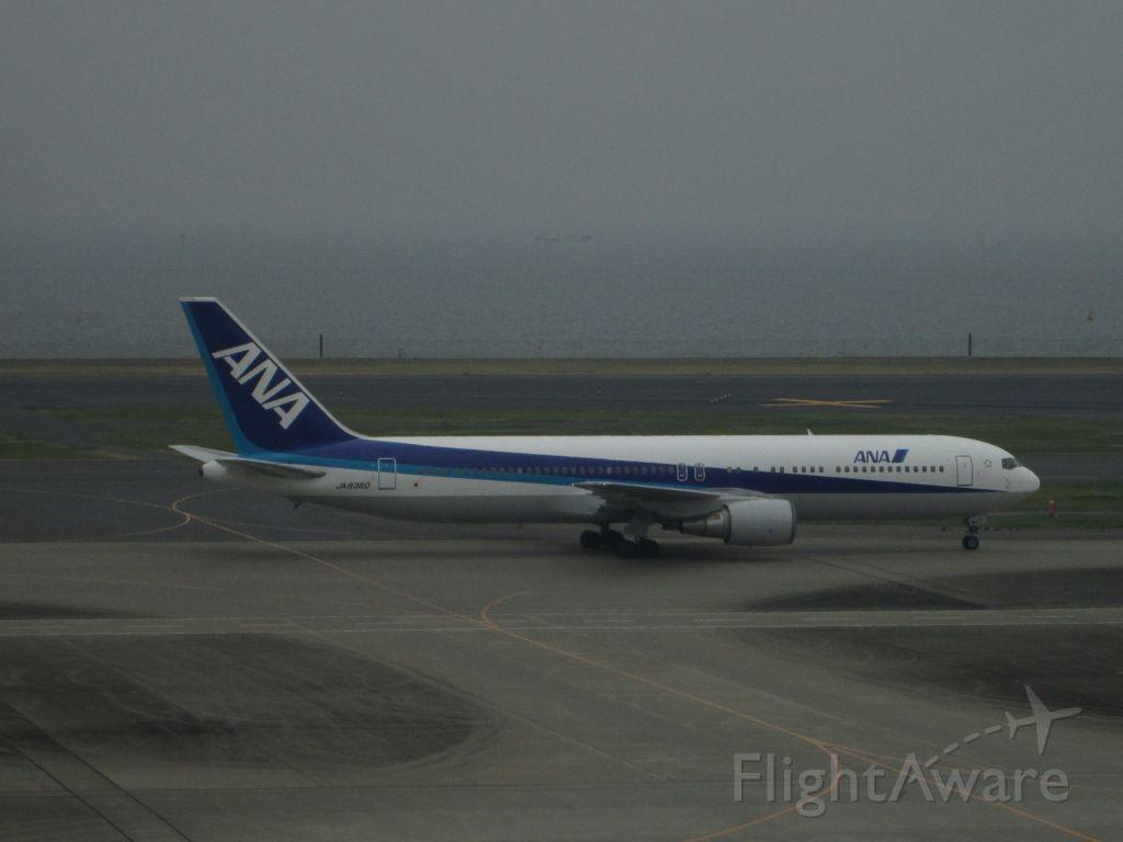 JA8360 — - 2014/11/09 羽田空港 JA8360
