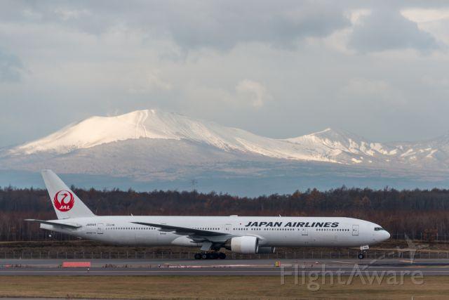 BOEING 777-300 (JA8945)