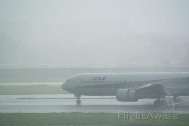 BOEING 767-300 (JA8257) - 16L/34R