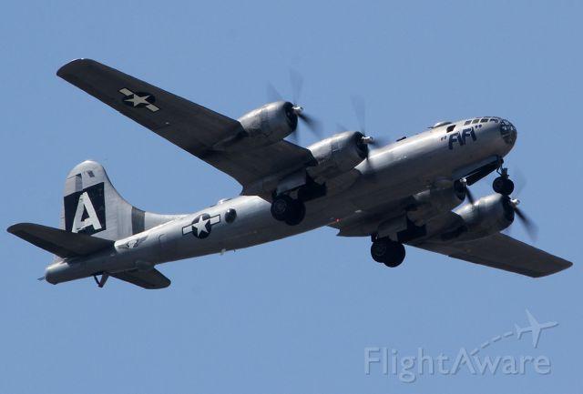 "Boeing B-29 Superfortress (NX529B) - B-29 ""FiFi"" landing at the Burbanks airport."
