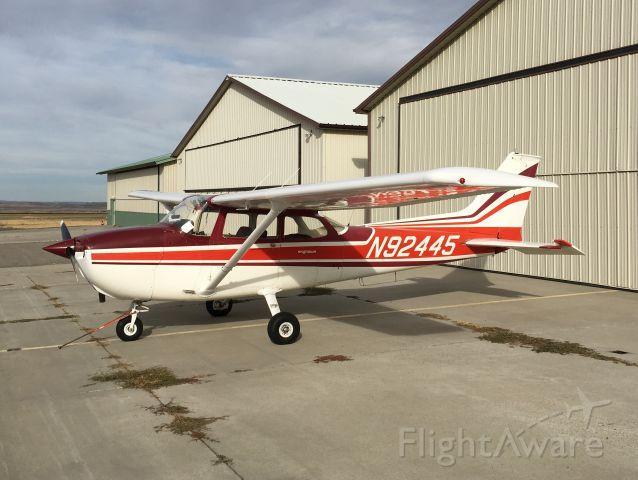 Cessna Skyhawk (N92445)