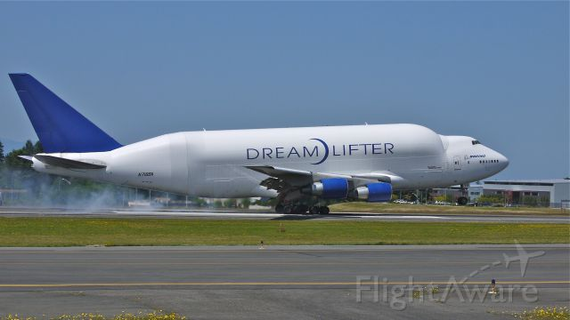 Boeing 747-400 (N718BA) - GTI4351 from KCHS touches down on runway 34L on 7/25/12. (LN:932 / cn 27042).