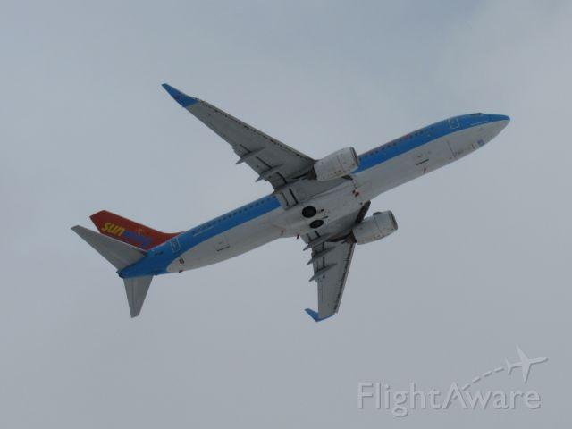 Boeing 737-800 (C-FYBG)